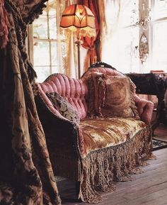 This antique gypsy look really has my heart.