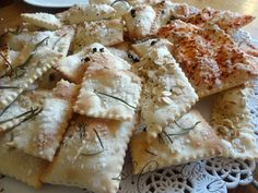 Bread Recipes, Vegan Recipes, Mini Tacos, Crackers, Romanian Food, Antipasto, Sweet And Salty, Finger Foods, Italian Recipes