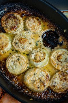 Sweet and tender roasted onions in a cream asiago cheese sauce covered in meted cheese! These tasty asiago roasted onions are perfect! This is basically an au gratin side dish where the veggie is onions rather than the more normal potatoes. Vegetarian Recipes, Cooking Recipes, Healthy Recipes, Tasty Vegetable Recipes, Healthy Food, Vegetarian Appetizers, Tuna Recipes, Cooking Hacks, Cooking Videos