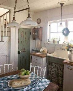 Shabby Chic Farmhouse, Farmhouse Style Kitchen, Shabby Chic Homes, Shabby Chic Decor, Country Kitchen, Country Farmhouse, Farmhouse Decor, Shabby Chic Garden, Farmhouse Front