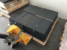 Unser Industriebodenplatten kommen ganz einfach auf einer Palette zu Ihnen nach Hause. Garage Boden, Palette, Simple, House, Palette Table