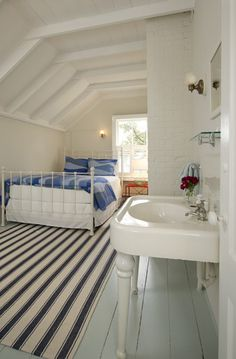 Attic Rooms With Car Siding Design, Celing!!