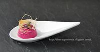 fresa & pimienta: Bombón de Panna Cotta de remolacha y jengibre. Tapas, Knafe Recipe, Wedding Finger Foods, Good Food, Yummy Food, No Sugar Foods, Finger Food Appetizers, Food Decoration, Canapes