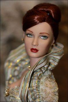 TONNER Parisian Premiere Shauna Sydney Tyler Wentworth dressed doll