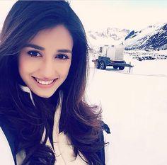 Disha Ratani Indian Celebrities, Bollywood Celebrities, Bollywood Actress, Bollywood Fashion, Beautiful Indian Actress, Beautiful Actresses, Disha Patni, Most Beautiful Faces, Beautiful Smile