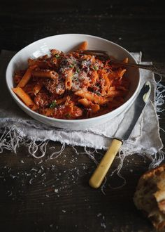 Penne alla gigi ( champignons,pancetta,prosciutto et sauce rosée ) Penne, Sauce Recipes, Pasta Recipes, Cooking Recipes, Prosciutto, Confort Food, Pasta Dishes, Italian Recipes, Main Dishes