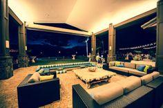 Sky Dweller Private Estate Maui Wedding Planner  / www.mauisangelsweddings.com