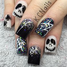 42 Creepy But Cute Halloween Nails Art Design Ideas You Will Love Cute nails! Seasonal Nails, Holiday Nails, Christmas Nails, Fancy Nails, Cute Nails, Pretty Nails, Cute Halloween Nails, Halloween Nail Designs, Halloween Ideas