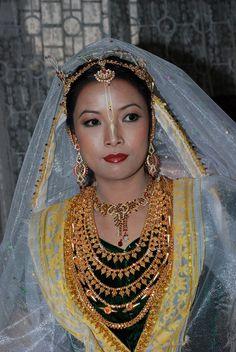 Manipur bride. Indian bridal fashion. Bridal gold jewellery.