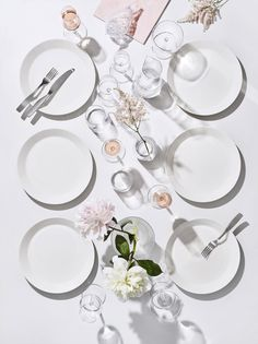 Take off with code A schema of Scandinavian-inspired thinking that delivers the white Teema Dinnerware. The combo of simple, colorful shapes and sizes gives you tableware that is timeless and true. Dining Ware, Table Setting Inspiration, Nordic Living, White Dinnerware, Cutlery Set, Brushed Stainless Steel, A Table, Dinner Table, Dinner Plates