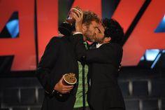 Pin for Later: Revivez en images les meilleurs baisers de cinéma récompensés aux MTV Movie Awards ! Will Ferrell et Sacha Baron Cohen, 2007 Evidemment, ils ont joué le jeu et se sont allègrement galochés.