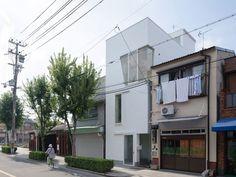 Arquiteto cria casa de 95 m² em um lote de 43...