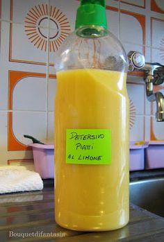 DETERSIVO PER I PIATTI AL LIMONE FATTO IN CASA 4 limoni bio-400 ml di acqua del rubinetto-200 gr di sale grosso-100 ml di aceto di vino bianco facoltativo: un pò di detersivo per piatti bio -limoni a pezzetti eliminando solo i semini,unite il sale grosso. Frullate il tutto molllltoooo finemente. In una pentola di acciaio versate il frullato di limoni, tutta l'acqua e l'aceto.a leggera ebollizione per 10 min. spento il gas frullate. profumatissimo, molto cremoso. Si conserva per alcuni mesi.