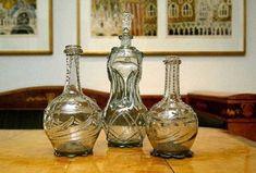 Karafler. Dette er såkalte zirat-karafler som trolig er laget ved Gjøvik glassverk.