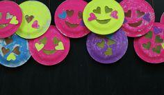 Leuke gezicht lampion Paper Plate Crafts, Paper Plates, 4 Kids, Children's Place, Craft Activities, Lanterns, Crafts For Kids, November, Diy