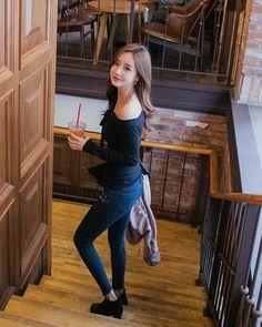 Korean Beauty, Asian Beauty, Armani Watches For Men, Korean Model, Pretty Woman, Gorgeous Women, Hipster, Normcore, Amigos