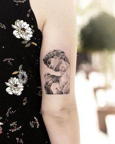 sculpture tattoo Renaissance sculpture David, nice black and grey tattoo work by tattoo artist Alessandro Capozzi Statue Tattoo, Sculpture Tattoo, Mini Tattoos, Body Art Tattoos, Small Tattoos, Sleeve Tattoos, Cool Tattoos, Tatoos, Tattoo Roma