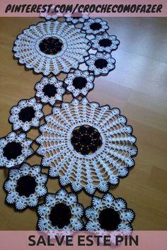 47 Super Ideas For Crochet Table Runner - Diy Crafts - maallure Crochet Angel Pattern, Crochet Doily Patterns, Granny Square Crochet Pattern, Crochet Round, Crochet Motif, Crochet Designs, Hand Crochet, Wire Crochet, Diy Crochet Tablecloth