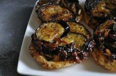 Tartelettes tatin d'aubergines sur confit d'oignons