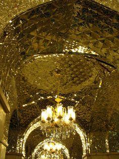 #magiaswiat #podróż #zwiedzanie #damaszek #blog #azja #saladyn #syria #mauzoleum #meczet #umajjadow #krysztalowy #azim #palac #bosra #palmyra #malouli #malula #krakdechevaliers #zamekkrxzyzowcow #krzyzowcy Palmyra, Malu, Chandelier, Ceiling Lights, Lighting, Blog, Decor, Candelabra, Decoration