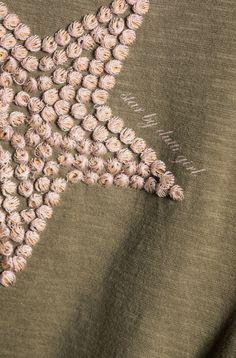 CAMISETA BORDADA FRONTAL - Camisetas - BOYS & GIRLS - España Textiles Techniques, Embroidery Techniques, Beaded Embroidery, Hand Embroidery, Fabric Embellishment, Embellishments, Shirt Print Design, Fabric Manipulation, Textile Prints