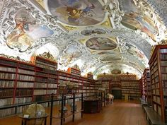 Convento Strahov Monastery, em Praga, na República Tcheca - Leste Europeu. Uma das bibliotecas mais incríveis do mundo.