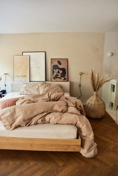 Are you a fan of sandy tones in your bedroom? Then our Sand Dune set might be the perfect fit for you. The warm hues makes your bedroom feel like summ. Room Ideas Bedroom, Home Decor Bedroom, Artwork For Bedroom, Diy Bedroom, Bedroom 2018, Summer Bedroom, Budget Bedroom, Interior Livingroom, Bedroom Kids