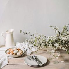 A very Spring/Easter table. Florals by @evergreenflowerco  and beautiful eggs from @oldslatefarm