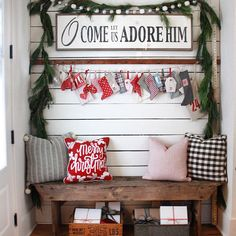 39 Welcoming and Cozy Christmas Entryway Decoration Ideas - Dailypatio Christmas Entryway, Christmas Porch, Farmhouse Christmas Decor, Merry Little Christmas, Primitive Christmas, Christmas Signs, Christmas Love, All Things Christmas, Christmas Holidays
