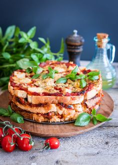 Bruschetta, Salmon Burgers, Food Inspiration, Camembert Cheese, Food And Drink, Pizza, Baking, Ethnic Recipes, Drinks