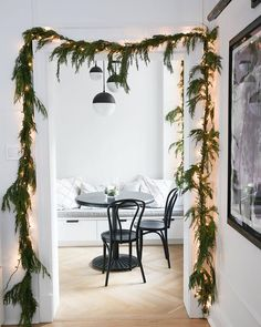 How To Hang A Garland -All my Christmas decor dreams came true this year when I finally hung garland around my door frames. It was my first time and I didn't really know what I was doing, so when Conor's mom … Diy Christmas Garland, Decoration Christmas, Noel Christmas, Xmas Decorations, Christmas Lights, Christmas Images, Holiday Decorating, Vintage Christmas, Advent Wreaths