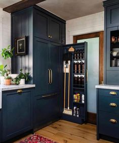 """Vivir Design on Instagram: """"Loving the clever use of space in this @renovate108 kitchen design. . . Follow 👉 @vivirdesign for morebeautiful spaces. . . Share your…"""" Kitchen Storage, Kitchen Decor, Kitchen Design, Locker Storage, Kitchen Ideas, Kitchen Inspiration, Kitchen Interior, Appliance Cabinet, California Closets"""