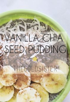 Make breakfast easy with this overnight vanilla chia seed pudding! Click through for recipe >>