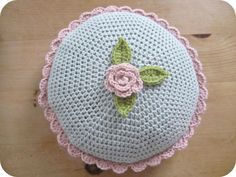 Round Cushion, free pattern and tutorial by Heather of Pink Milk   . . . .   ღTrish W ~ http://www.pinterest.com/trishw/  . . . . #crochet #pillow round cushion