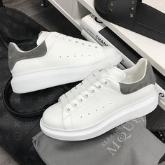 Learn how to clean white sneakers (Click in photo to watch). Alexander Mcqueen Sneakers Women, Alexander Mcqueen Schuhe, Alexander Mcqueen Baskets, Alexander Shoes, Sneakers Mode, White Sneakers, Sneakers Fashion, Fashion Shoes, Pretty Shoes