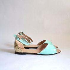 Beka vegan sandals flats Handmade to order por goldenponies en Etsy, $48.00