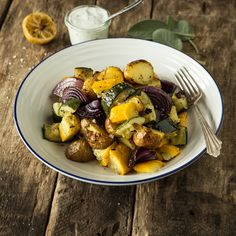 Mediterraner Kartoffelsalat mit Zitronen-Joghurt-Dressing