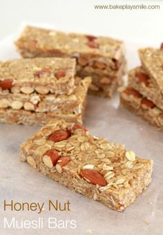 These Honey Nut Muesli Bars are so delicious - with a chewy caramel filling and crunchy nuts. it& impossible to stop at one! Lunch Box Recipes, Snack Recipes, Bar Recipes, Oat Slice, Bellini Recipe, Delicious Desserts, Yummy Food, Muesli Bars, Sweet Recipes
