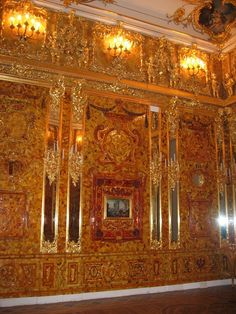 The famous Amber room in Russia Catherine The Great, Peter The Great, Amber Room, Russian Architecture, Islamic Architecture, Amazing Buildings, Petersburg Russia, Wonders Of The World, Baroque