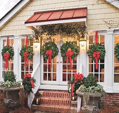 make your own magnolia wreath - Southern Living Christmas