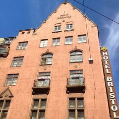 Hotel Bristol i Kristian IVs gate, Oslo #hotel #hotelbristol #eiendom #realty #realestate #arkitektur #architecture #beautiful #beautifularchitecture #whereinoslo #diggeroslo #oslobilder #skyline #highlightsnorway #urban #visitoslo #visitnorway #oslotips