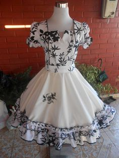 Resultado de imagen para vestidos de huasa chilena 2015 Dance Outfits, Dance Dresses, Blue Dresses, Girls Dresses, Cute Outfits, I Dress, Baby Dress, Little Girl Dresses, Flower Girl Dresses
