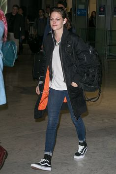 Kristen Stewart at the Airport in Paris Pictures | POPSUGAR Celebrity