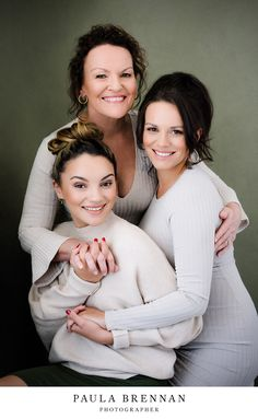 Mum & daughter Portrait, Makeover & Classic Family Portrait, Sunshine Coast in Australia, by Paula Brennan Photographer