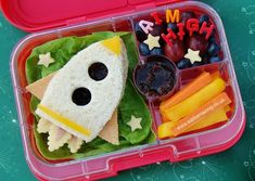 space-inspired healthy lunch for kids Infuse some creativity into your children's lunches with these 12 fun ideas. We've rounded up some options that both you and your kids will love. For more recipes and entertaining tips, head to Domino. Bento Box Lunch For Kids, Bento Kids, Kids Lunch For School, Healthy Lunches For Kids, Toddler Lunches, Lunch Snacks, Clean Eating Snacks, Kids Meals, Lunch Ideas