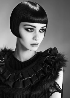 bob a la Louise Brooks Louise Brooks, Short Hair Cuts, Short Hair Styles, Short Bangs, Graduated Bob Haircuts, Corte Bob, Bob Haircut With Bangs, Stylish Haircuts, Short Bob Hairstyles