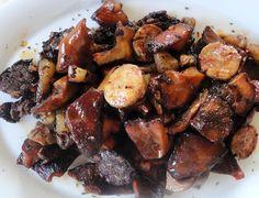 De segundo, todo un plato de temporada con unos protagonistas de categoría: Salteado de níscalos con butifarra y panceta.  http://blog.cosasderegalo.com/2013/10/receta-de-salteado-de-niscalos-con-butifarra-y-panceta/