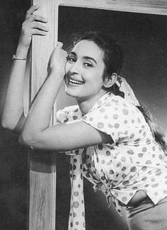 Nutan was known not only for her grace and beatuy but amazing acting skills too. Here are some of the lesser known facts about the legendary bollywood actress. Classic Actresses, Indian Actresses, Actors & Actresses, Most Beautiful Bollywood Actress, Indian Bollywood Actress, Bollywood Cinema, Bollywood Stars, Legendary Pictures, Best Actress Award