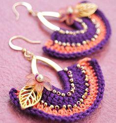 Crochet on an earring! Love Crochet, Bead Crochet, Crochet Crafts, Beautiful Crochet, Beaded Earrings, Beaded Jewelry, Crochet Earrings, Handmade Jewelry, Confection Au Crochet