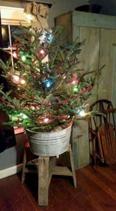 Genius ways to repurpose galvanized buckets this christmas 11 Cowboy Christmas, Christmas Porch, Prim Christmas, Vintage Christmas, Christmas Garlands, Christmas Lights, Cabin Christmas Decor, London Christmas, Christmas Fashion